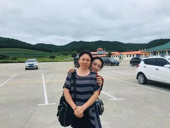 ▲岳岱瑶和妈妈