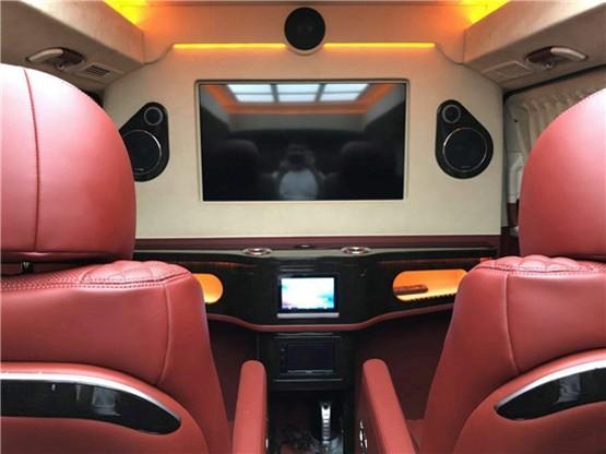 奔驰v260商务车 感受极致舒适的乘坐体验