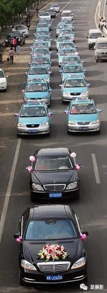 2012年5月,出租车组成的婚礼车队。吴迪摄
