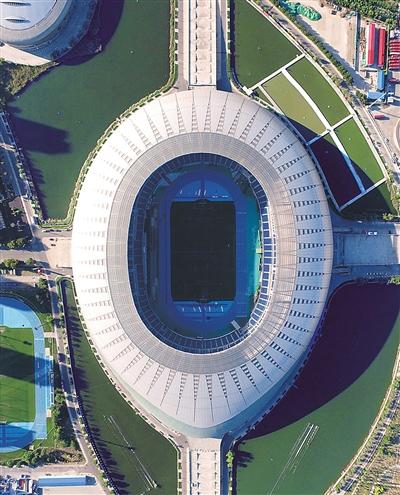 """航拍的""""水滴""""体育场——天津奥林匹克体育中心体育场。"""