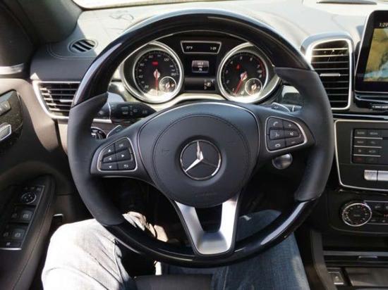 驰GLS450进行了新的设计,但也对部分GL的经典设计进行传承.如空