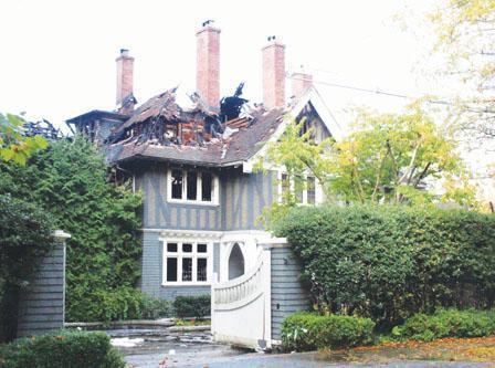 图:百年老宅遭火灾损毁(图片来源:加拿大《明报》记者伍皑婷拍摄)