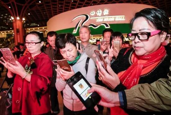 以高鑫零售为代表的商超大卖场在传统商业中向来被视为桥头堡和风向标。