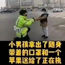 戴口罩上大街 天津这个小男孩视频火了