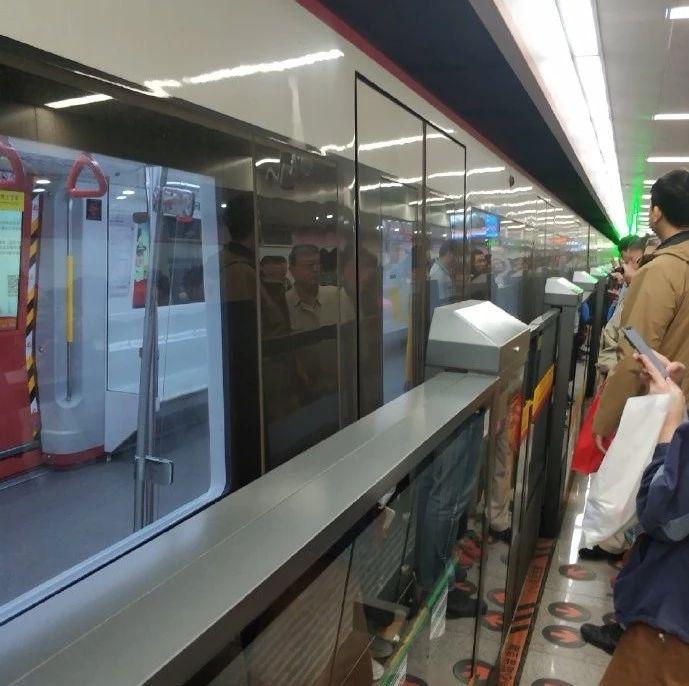 天津地铁1号线乘客都被赶下车 地铁回应