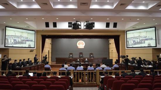 颜锦等34人涉嫌犯组织、领导、参加黑社会性质组织等罪一案一
