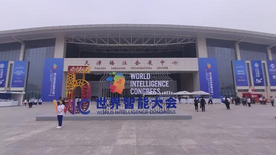 带你看看世界智能大会上科技感满满的AI智能装备