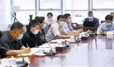 昨天,天津代表团审议政府工作报告。
