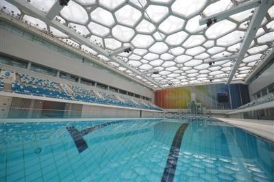 6月12日,水立方的游泳池内存满了水。北京冬奥会期间,游泳池区域将转换成冰壶场地。图片来源:新京报 本版摄影/新京报记者 吴江