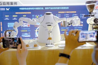 会制作咖啡的机器人