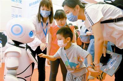 公众开放日,智能科技展成为儿童乐园