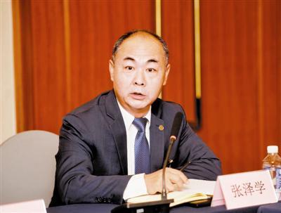 市政协委员张泽学发言。
