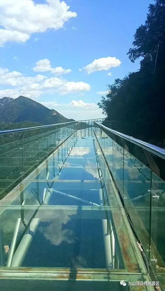 据悉,九山顶玻璃栈道是天津首个