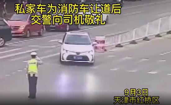 """天津交警与司机的这个互动""""教科书""""级"""
