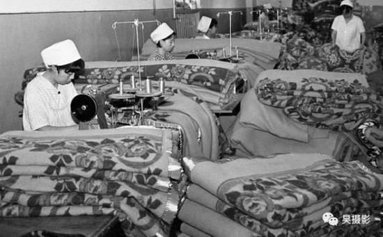 1983年9月,毛织厂全毛绒面毛毯。马英摄