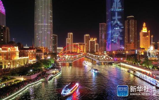 ↑这是无人机拍摄的天津海河夜景(7月1日摄)。新华社记者 李然 摄