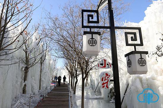 小穿芳峪村人工造雪打造冰雪世界