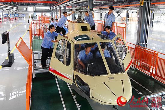 中航直升机组装生产线