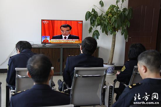 天津检验检疫局新港办事处组织干部职工收看政府工作报告