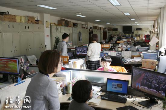 中国铁路设计集团有限公司机关职工收看两会