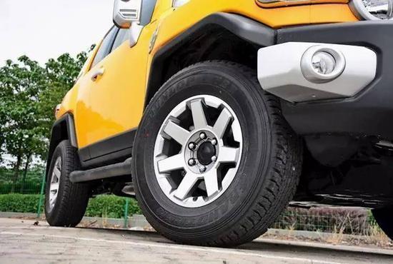 ▲17寸铝合金轮毂+邓禄普 265/70 R17 轮胎