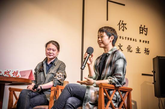 左:《蒋公的面子》编剧温方伊 右:南开大学文艺学博士陈琰娇