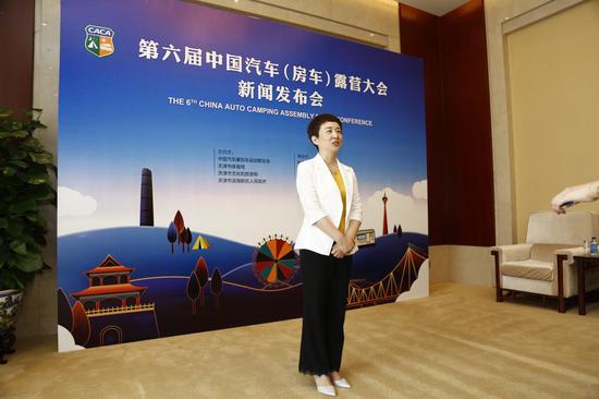 天津市滨海新区人民政府副区长梁春早接受采访