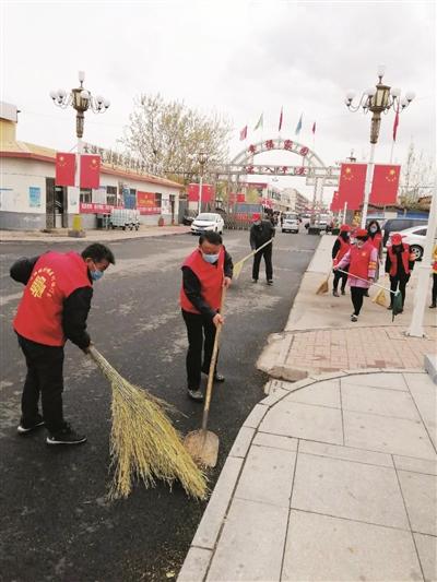 志愿者清理乡村环境