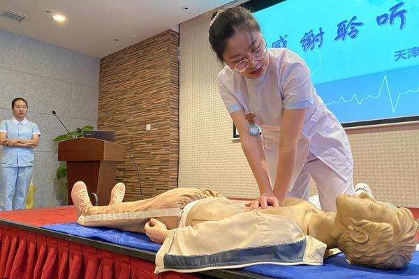 天津港集团公司举办工伤预防培训班 演示心肺复苏实操