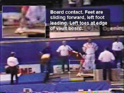 踏板接触:脚向前滑动,左脚在前,左脚脚趾在踏板的边缘。
