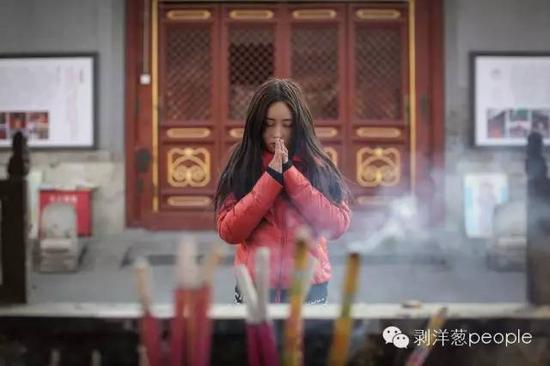 2016年2月28日,周岩在广化寺。新京报记者彭子洋 摄