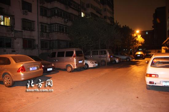 北方网接到多位网友反映自己所在小区附近的停车问题