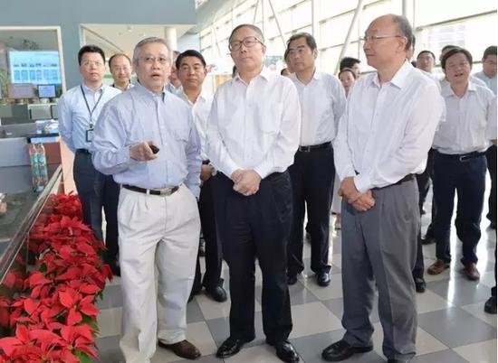 (9月25日,市委书记李鸿忠在西青区中芯国际集成电路制造(天津)有限公司调研)