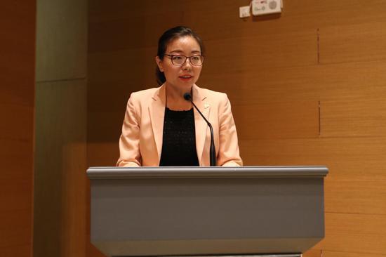 新浪天津总经理、金锋奖组委会秘书长赵北辰为金锋奖启动致辞。