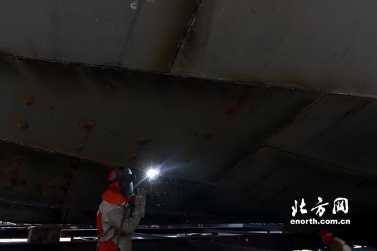 两艘新船正在杨柳青船厂加紧建造中
