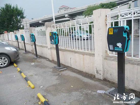 """前沿网友记者""""xiaoqingxin"""":王顶堤快捷酒店院内安装充电桩,方便住宿电动车驾驶员"""