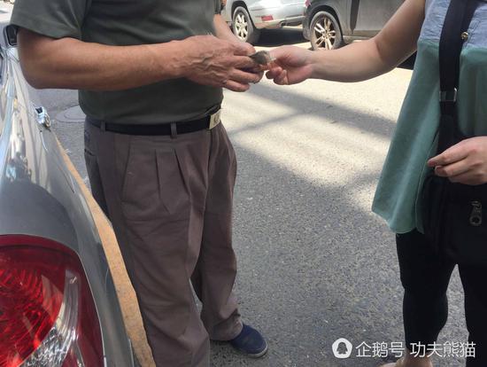 车主和家长的沟通后,家长给赔了50块钱。