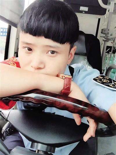 杨婷是位公交车司机