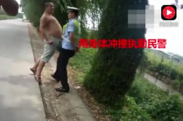"""河南男子啤酒肚怼交警并称""""弄死你""""被拘7日"""