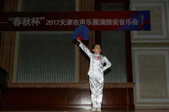 李铠豪少年组最佳歌手奖获得者李铠豪演唱《中国功夫》(张春生摄)