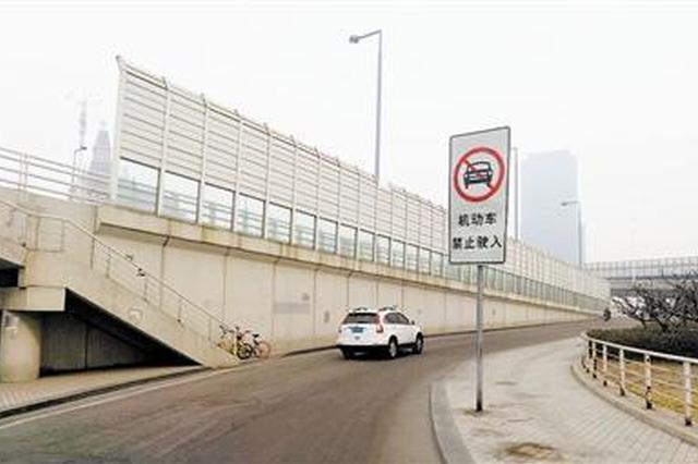 为抄近道无视交通指示牌 天津司机违法闯禁行