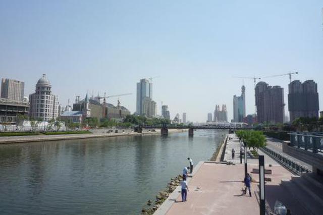 天津海河亲水平台变成洗车场 桥下周围污水成片