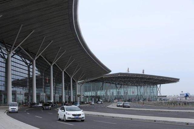 价值百万珠宝箱被错拿 天津机场警方三小时找回