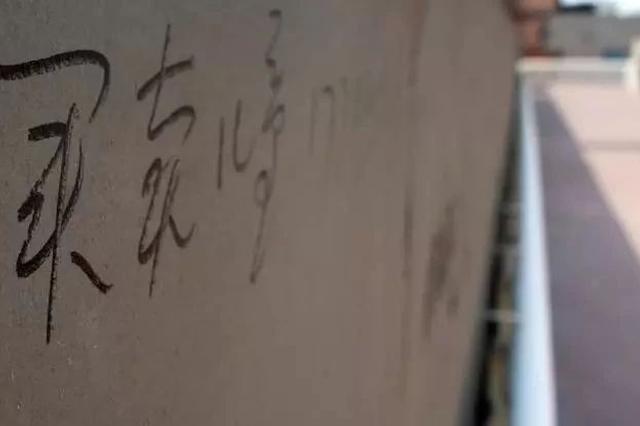 """天津一天桥上竟有""""买卖儿童""""的广告 真的假的"""