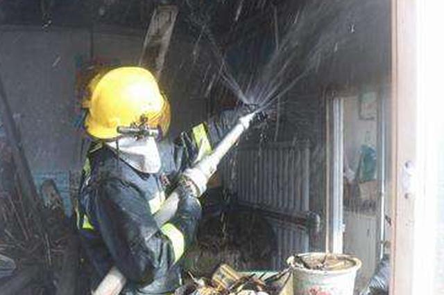 河东明和里小区 一住户家中起火