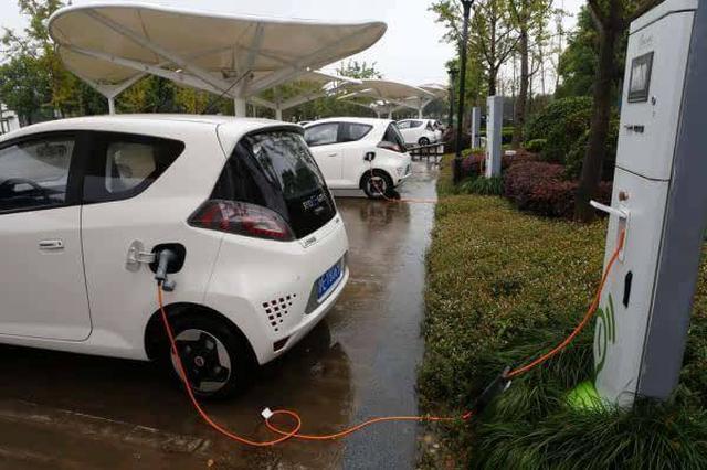 老小区新能源车主充电难 今年列入重点解决