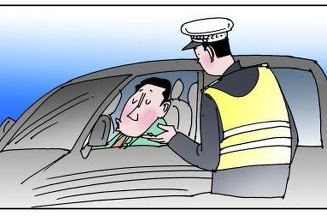 为嘛心虚?天津一驾驶人见民警拦检停车逃跑