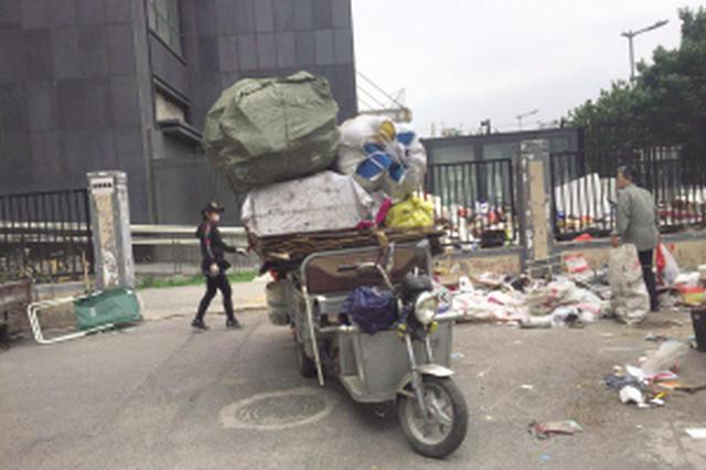 天津这小区占用楼道的鞋柜被清理 这合理吗?