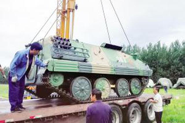"""63式装甲车抵平津馆 """"战地出租车""""退役发挥新作用"""