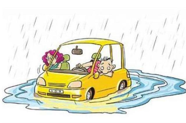 天津这降雨道路积水汽车水中熄火 众人齐力帮忙推车